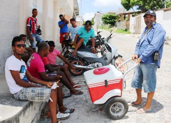 """Ambulante é conhecido como """"Naldo do Picolé."""""""