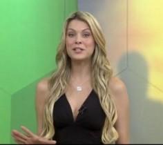 Ao falar sobre a saída do jogador D'Alessandro do Internacional, seu time de coração, Renata chamou o comercial e se revoltou.
