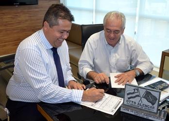Assinatura de filiação de Alex aconteceu no dia 26, na sede do PSD em Salvador,na presença do presidente do partido, senador Otto Alencar.