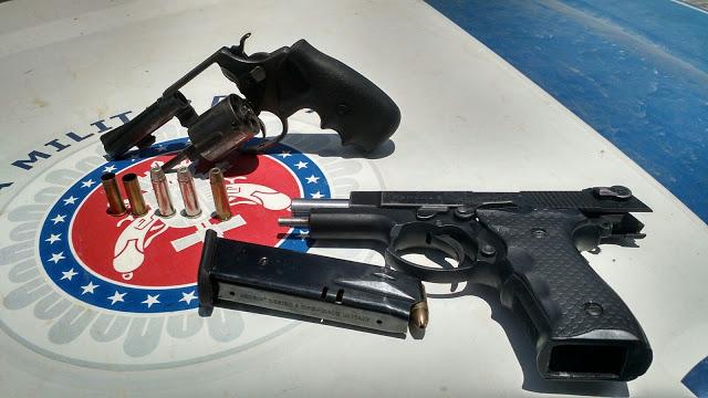 arma encontrada com a dupla morta