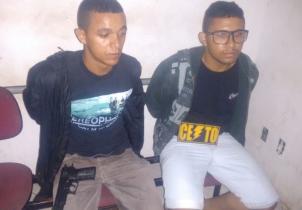 A dupla tinha acabado de assaltar um casal de adolescentes.