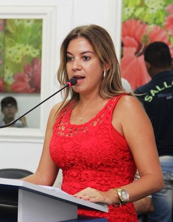 Primeira mulher a presidi a Câmara, disse que está apta a ser também a primeira a governar o município.