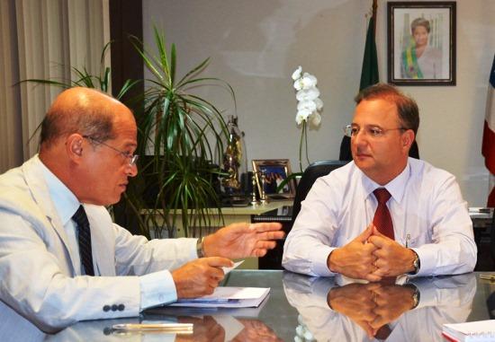 Deputado Joseildo durante audiência com Fábio Vilas Boas, secretário estadual de Saúde.
