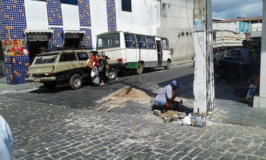 Nem todo buraco deixado pelas chuvas tem água, é preciso que a Prefeitura priorize o que tem.