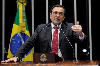 Pinheiro diverge da presidente do seu partido quando disse que a saída da crise é a CPMF.