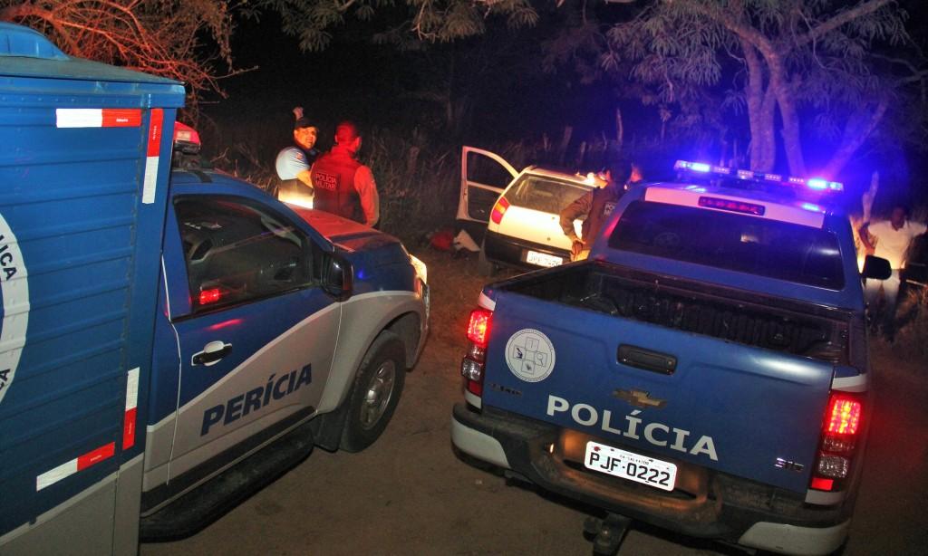 Polícia deve iniciar as investigações pela placa do carro que foi levado para Delegacia de Retirolândia.