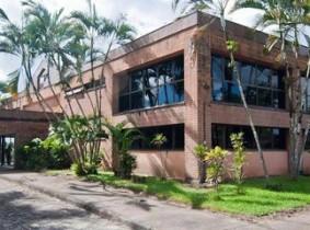 O campus Jorge Amado funciona em Itabuna; além dele há unidades da UFSB em Teixeira de Freitas e em Porto Seguro.