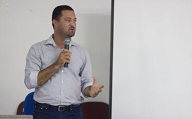 Prefeito de Serrinha e presidente do Consisal Osni Cardoso.