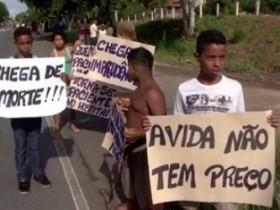 Protesto de moradores após morte de criança atropelada na BR-415