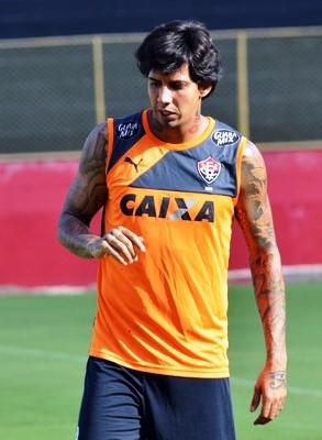 No Brasil o zagueiro teve passagem pelo Vasco e Palmeiras.