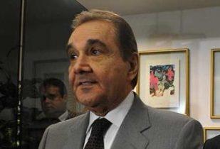O senador é investigado pelo suposto recebimento de dinheiro da empreiteira OAS.