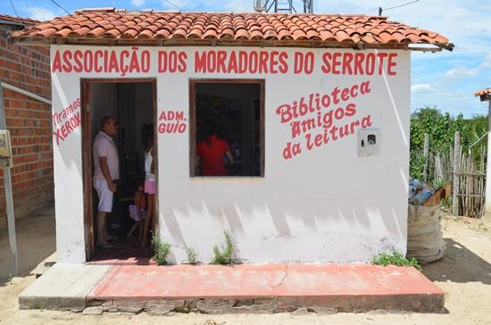 Casa onde funciona a biblioteca, em Serrote.