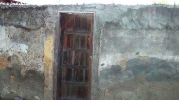 Condições da porta mostra a vulnerabilidade da estatal.