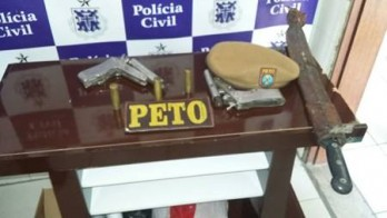 Armas encontradas em poder do idoso.