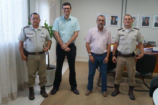 Da Esquerda para a direita: Subtenente Gonzaga, Ney Carlos, prefeito Ismael Ferreira e capitão Gilvan Pereira.