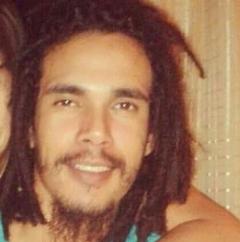 Jovem tinha 24 anos e morreu após ser esfaqueado.