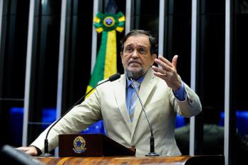 Pinheiro deixa o Senado com um 'até logo'