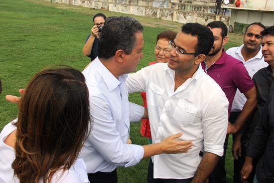 Governador sendo recebido pelo prefeito Silva Neto (PDT)