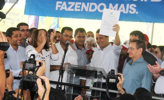 Assinatura de ordens de serviços | Foto: Raimundo Mascarenhas