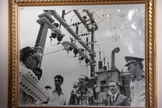 Ao lado de Roberto Santos, Zeca inaugura rede elétrica