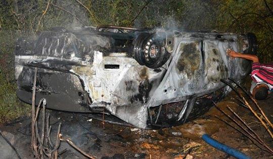 carro encontrado com dois corpos em santaluz
