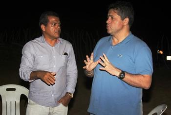 Jiordanio pede apoio a Alex para juntos tentarem realizar o sonhos dos moradores de Laje da Bezerra
