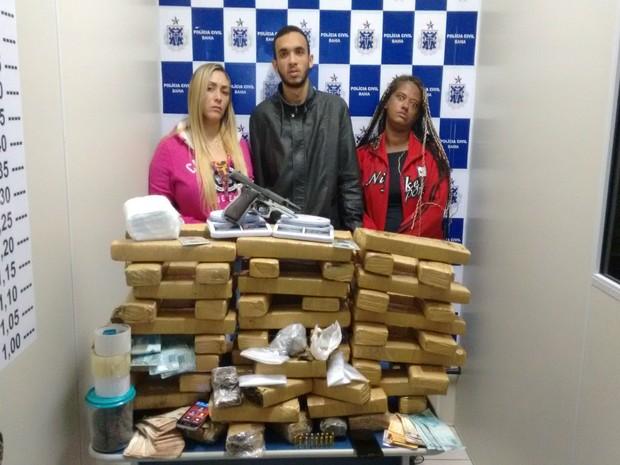 Três pessoas foram presas por tráfico de drogas após operação da polícia em Vitória da Conquista