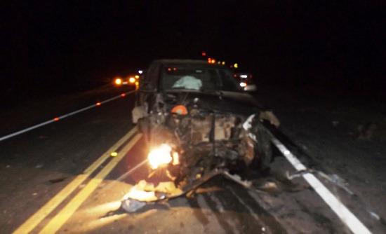 Caminhoneiro disse a reportagem que o Fiat estaria com os faróis apagados, mas a foto mostra pelo menos um aceso