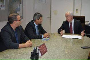 Gika tem visitado bastante o secretário Marcus Cavalcante