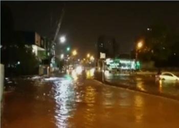 No hospital municipal, a água inundou os corredores e salas.