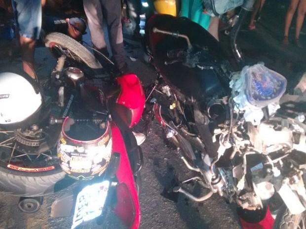 Três jovens morreram e outro ficou ferido depois de colisão entre motos na BR-101
