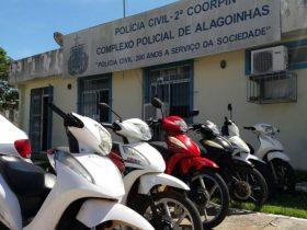Motocicletas roubadas foram apreendidas com casal, diz polícia (Foto: Divulgação / Polícia Civil)