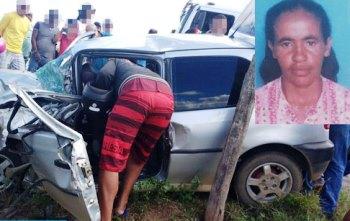 Ao ser resgatada do veículo, a idosa estava com a situação mais grave
