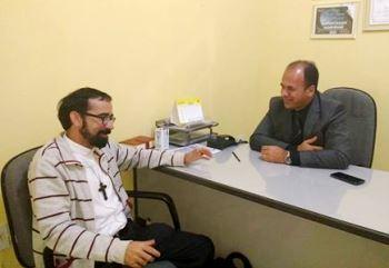Padre Alesandro e presidente da Câmara Célio Roberto