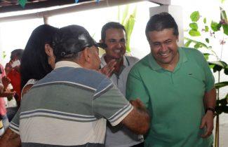 Deputado foi recebido com muita simpatia pelos moradores.