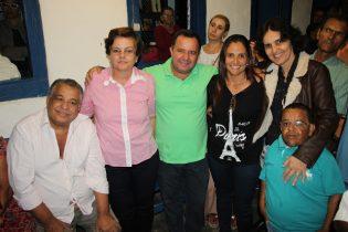 Em 2012 Lúcia estava lá ajudando na vitória de Nei do Banco (de verde) quando derrotou Dr Ney. Agora ele retribui o apoio