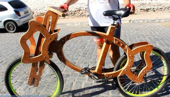 Bike com formato de bala faz homenagem aos dois apelidos de Roberval | Foto: Raimundo Mascarenhas