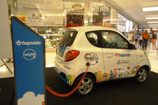Após a fase de testes, o pequeno carro elétrico começará a circula pelas ruas de FortalezaEdwirges Nogueira/Agência Brasil