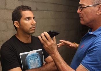 Cássio concedeu entrevista ao CN no momento que a perícia fazia o levantamento cadavérico. No momento ainda não era tido como suspeito   Foto: Raimundo Mascarenhas