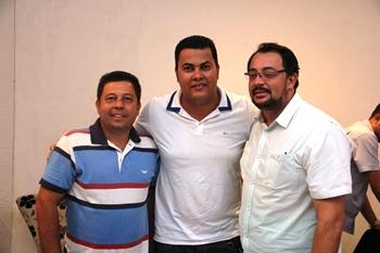 Paulinho ao lado de dois pré-candidatos a vice, Osmilton e Rosalvo | Foto: Raimundo Mascarenhas