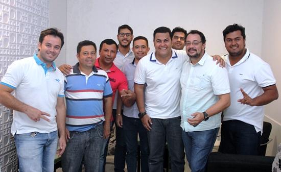 Recente reunião entre o prefeito e lideranças. Da esquerda para a direita: Rogério, Osmilton, Adelânio, Dr Ivan, Paulinho, Luís, Rosalvo e Alan.