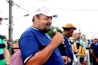 Reninho falando durante a comemoração do Dia do Trabalho que ajudou a tornar o mais tradicional do interior da Bahia | Foto: arquivo Raimundo Mascarenhas