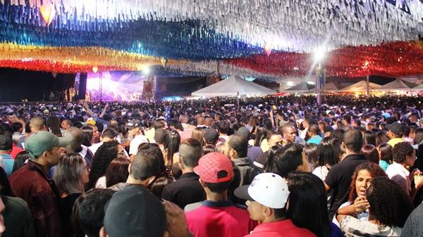 Público no momento de Sem Retoque, poderia ser de qualquer artista de expressão nacional, embora | Foto: Raimundo Mascarenhas