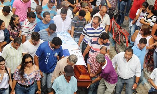 sepultamento de Ienata - 2 - foto- Raimundo Mascarenhas