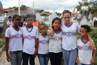 Maria Eduarda é a terceira da direita para esquerda da foto: Raimundo Mascarenhas