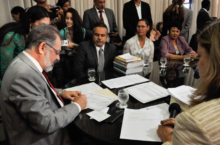 Assinatura do presidente da Assembleia Legislativa Marcelo Nilo