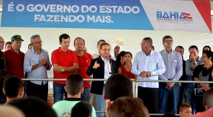 Cássio Peixoto em Candeal assinatura da ordem de serviços para sistema de abastecimento de água | Foto:
