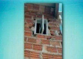 Homem entrou por janela/Foto: Reprodução/Record/Bahia
