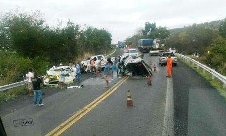 Acidente aconteceu na BR 242 principal rodovia que liga a Bahia ao Centro Oeste do Brasil