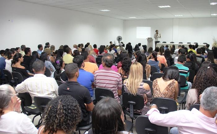 Auditório lotado para um grande ato | foto: Raimundo Mascarenhas